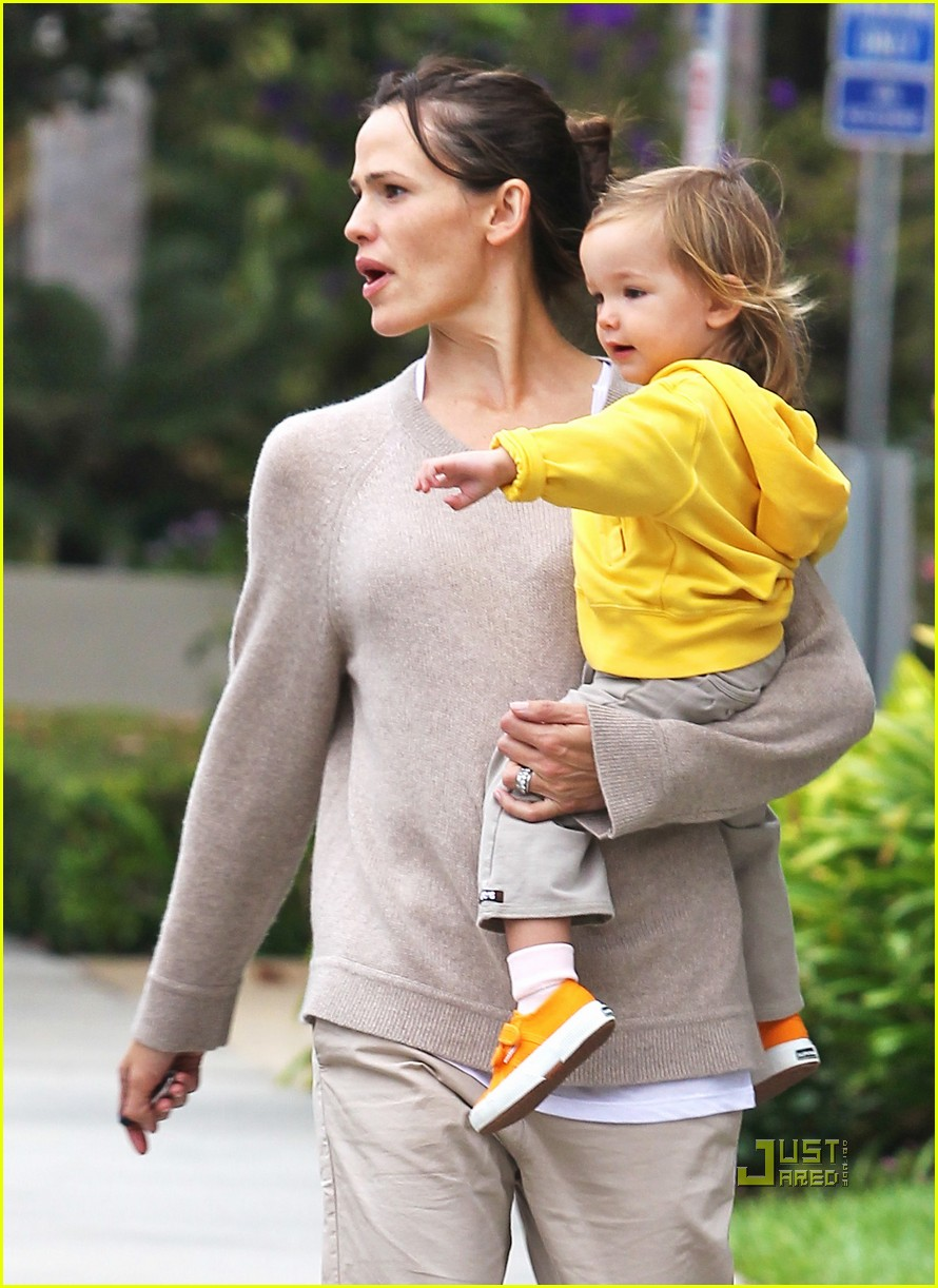 jennifer garner violet affleck ballerina beaming 04