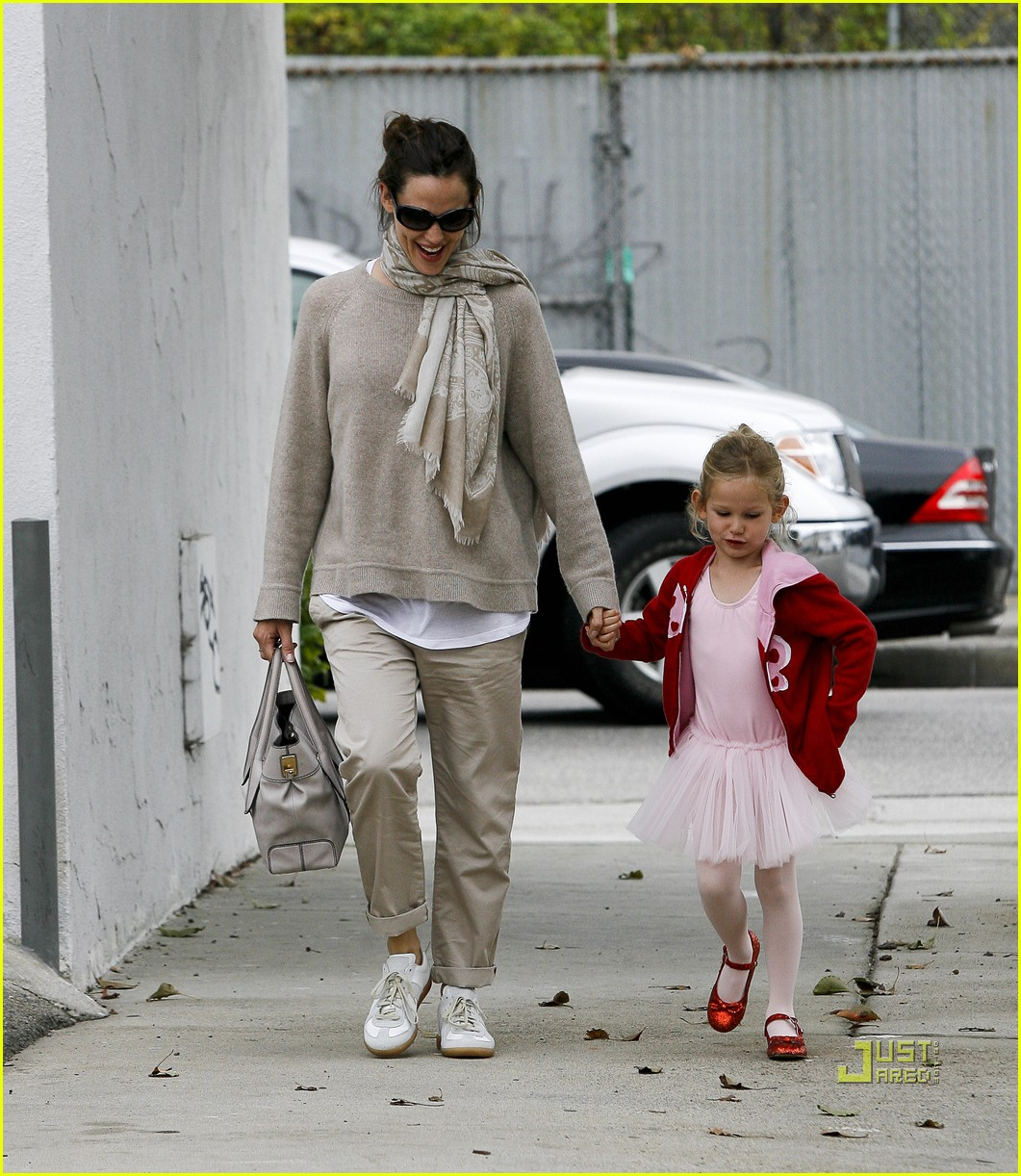 jennifer garner violet affleck ballerina beaming 06