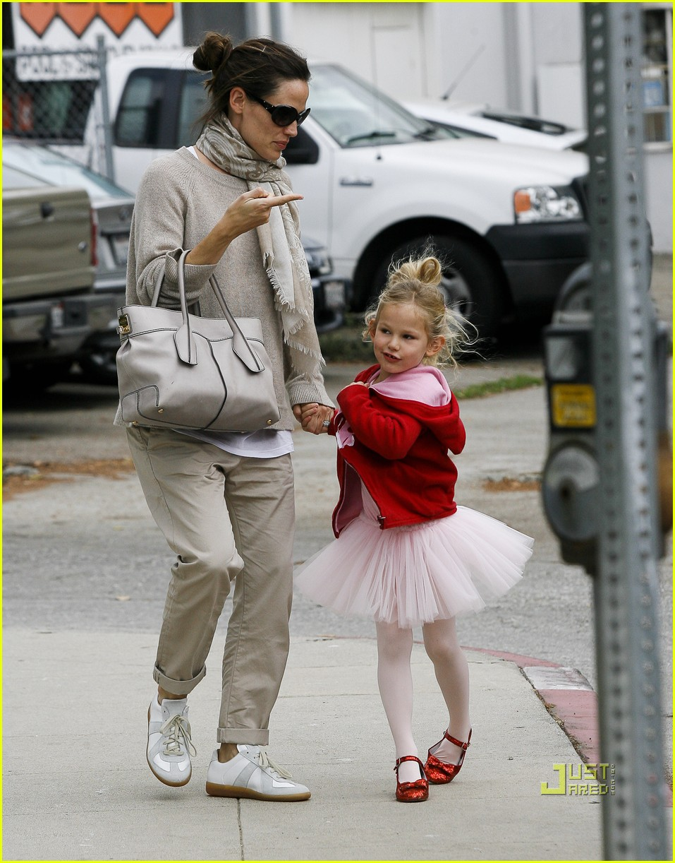 jennifer garner violet affleck ballerina beaming 19