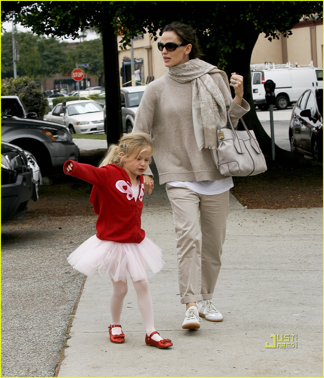 jennifer garner violet affleck ballerina beaming 21
