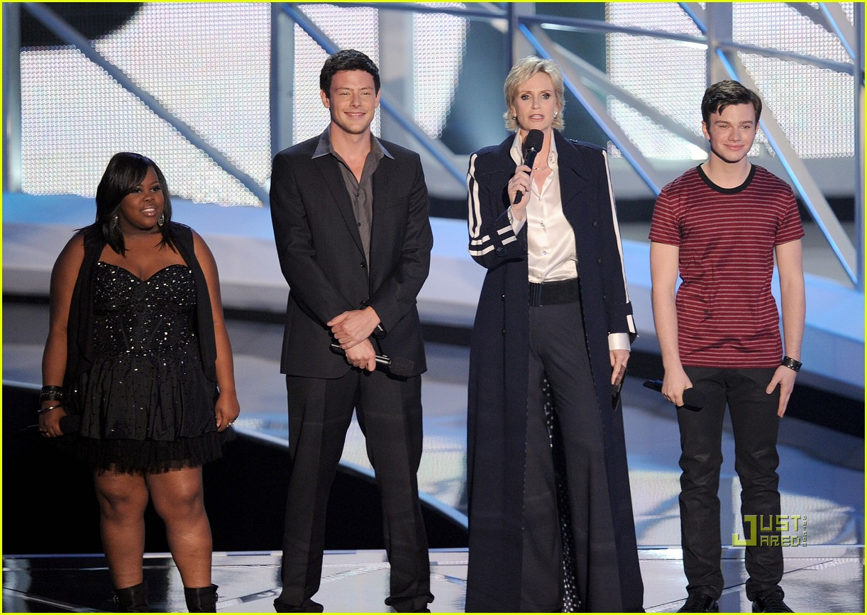 glee cast mtv vmas 2010 05