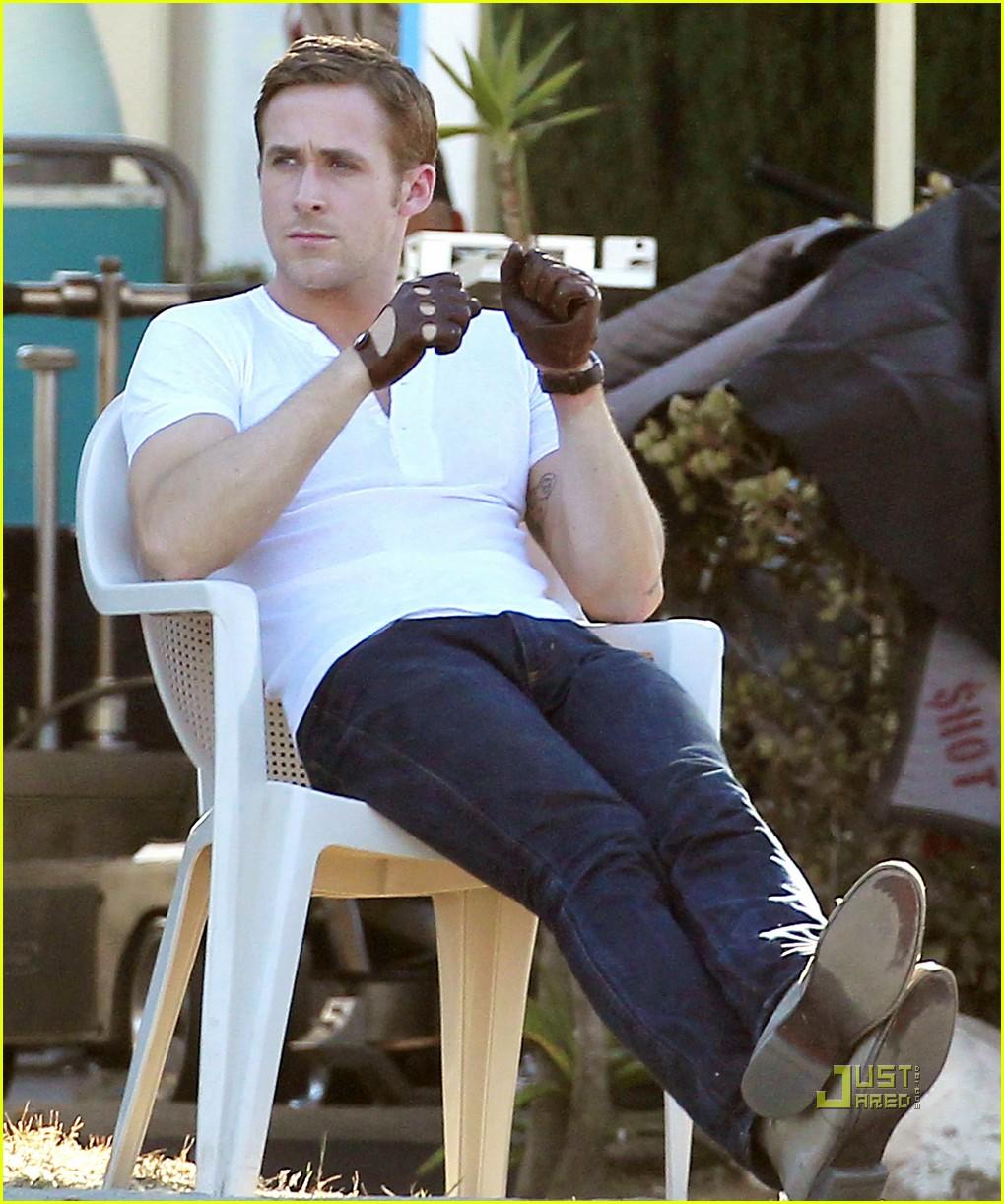 Ryan Gosling Christina Hendricks Drive Into The Desert Photo 2483424 Christina Hendricks Ryan Gosling Pictures Just Jared