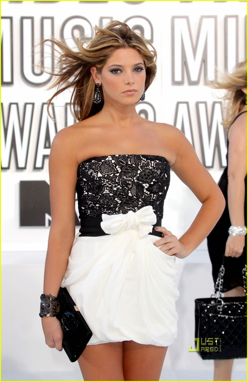 ashley greene 2010 mtv vmas 01