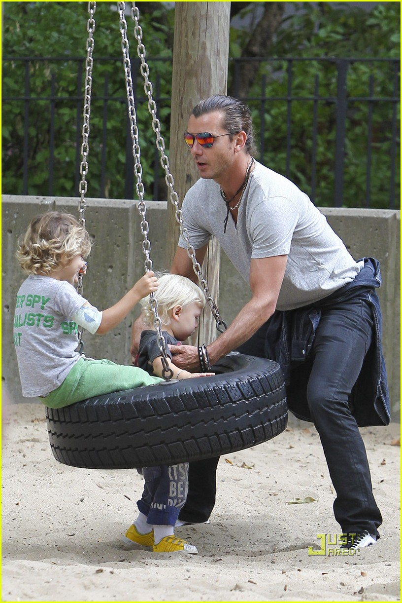 gwen stefani gavin rossdale kingston zuma park new york city 072481425