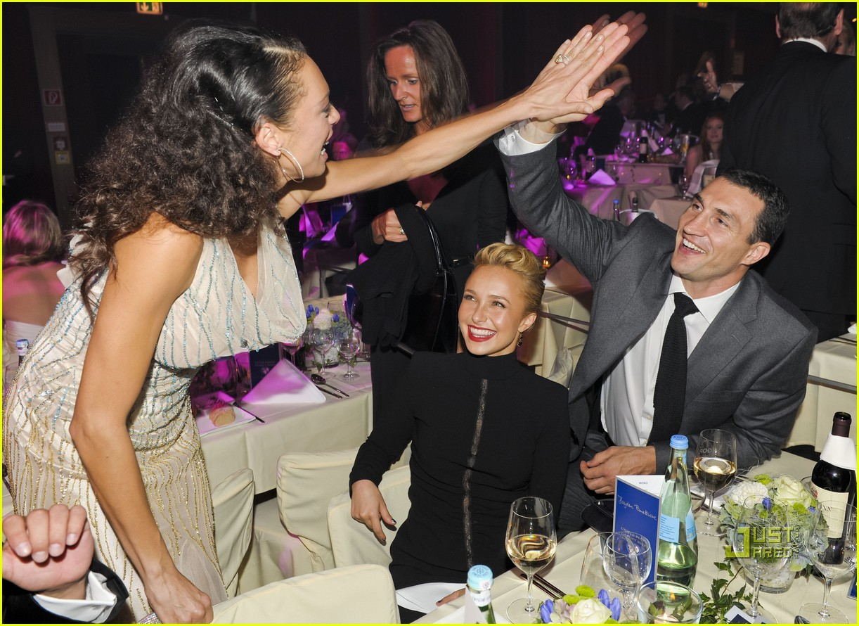 Wladimir Klitschko meets the family of Hayden Panettiere 04/06/2010 58