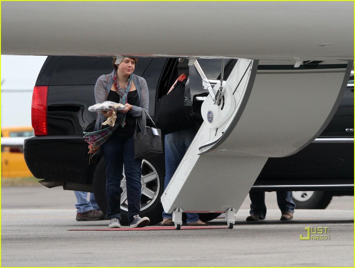 katie holmes private jet 022478055