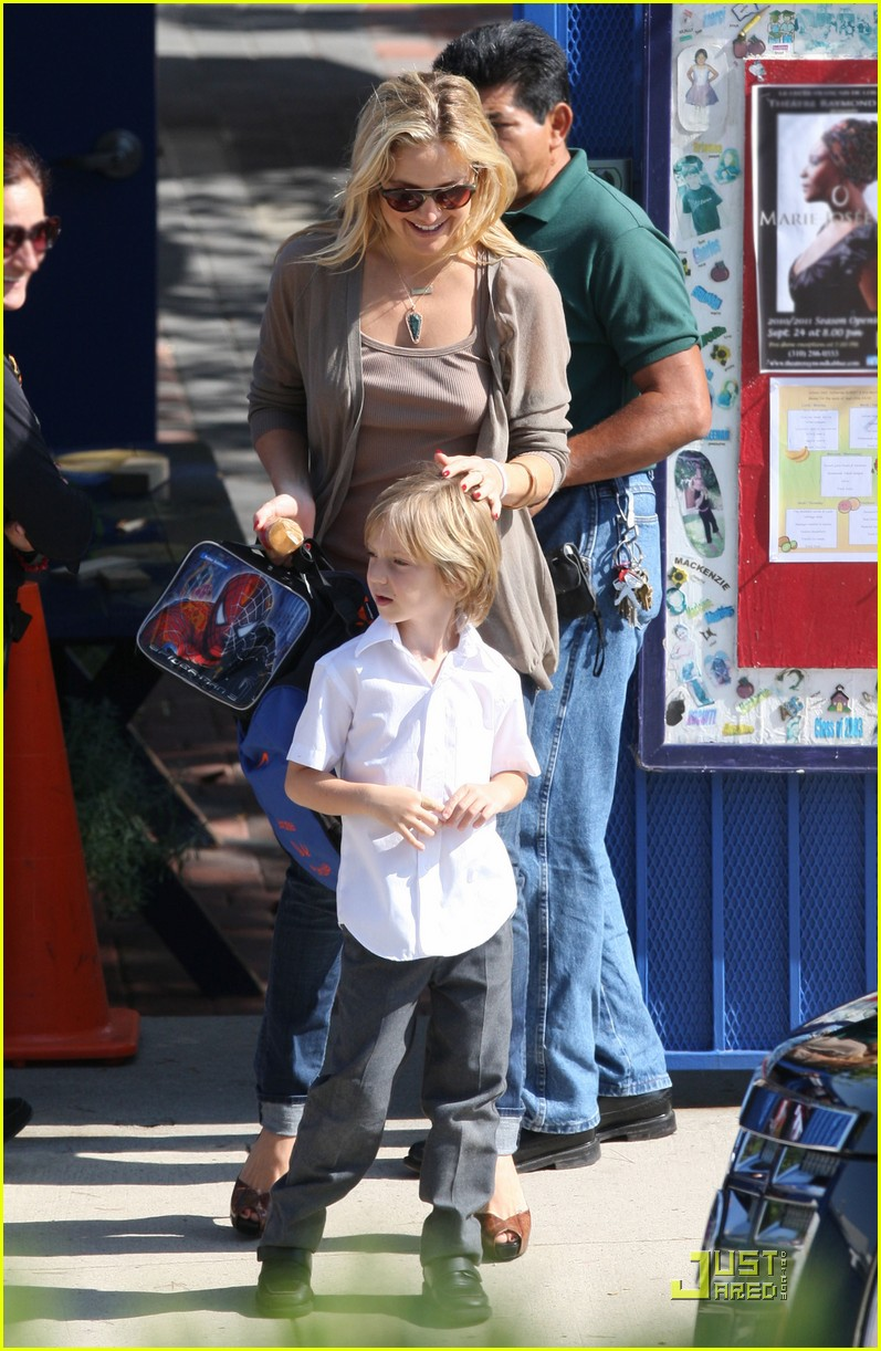kate hudson maternal mom 01