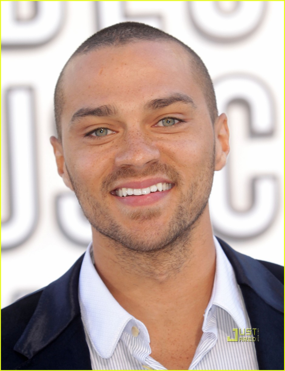 jesse williams vmas red carpet 2010 032479562