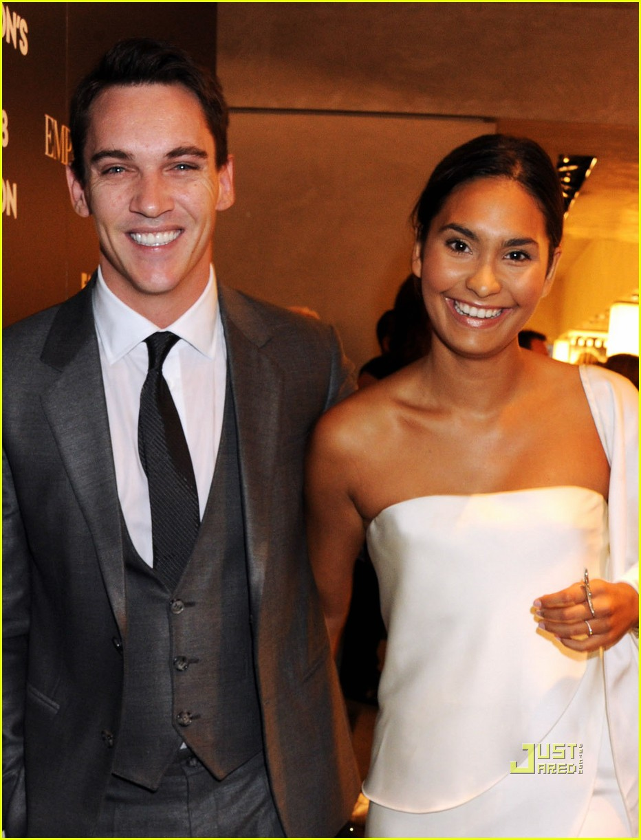 jonathan rhys meyers fashions night out 062478609