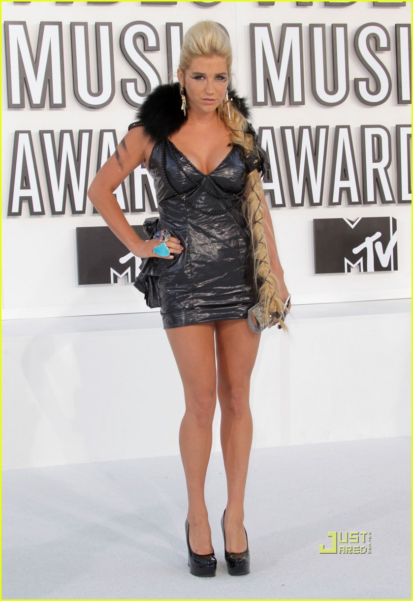 kesha vmas garbage bag dress 01