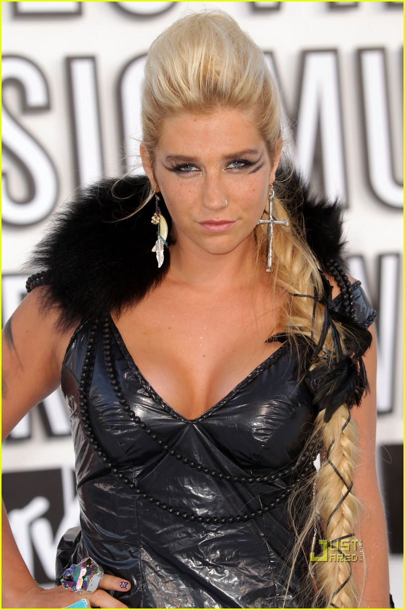 kesha vmas garbage bag dress 04