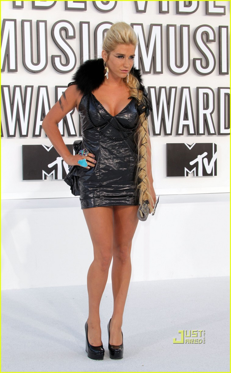kesha vmas garbage bag dress 052479607