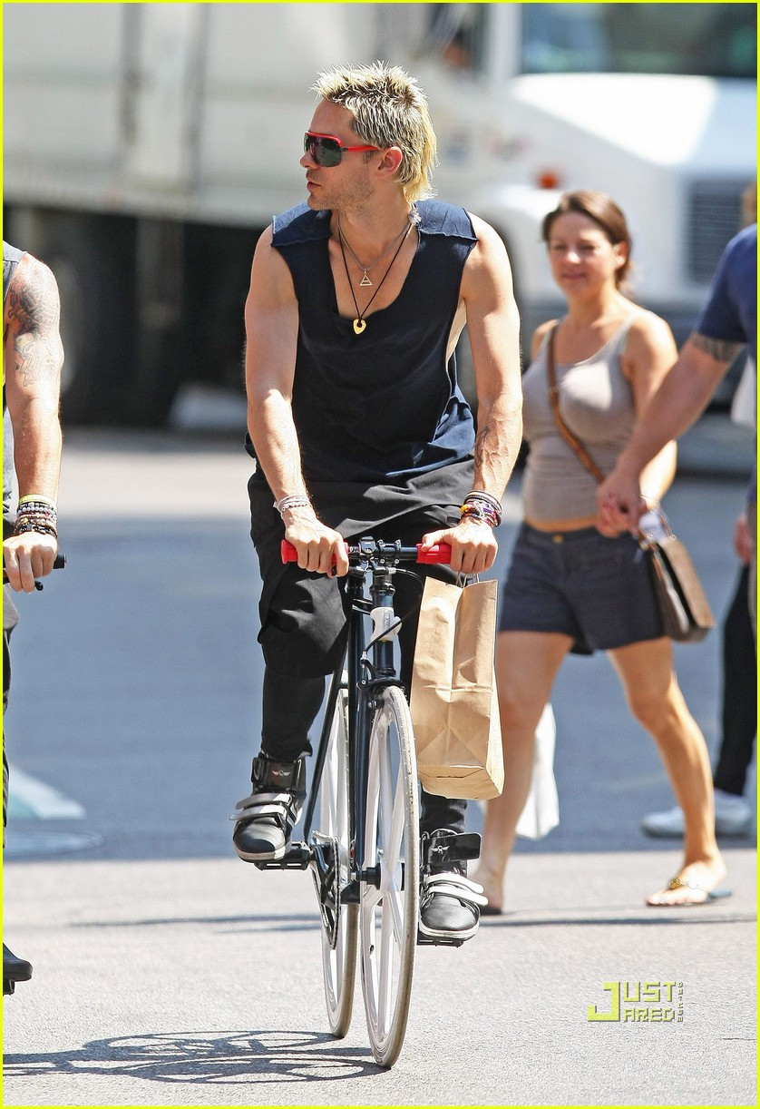jared leto bicycle boy in soho 04