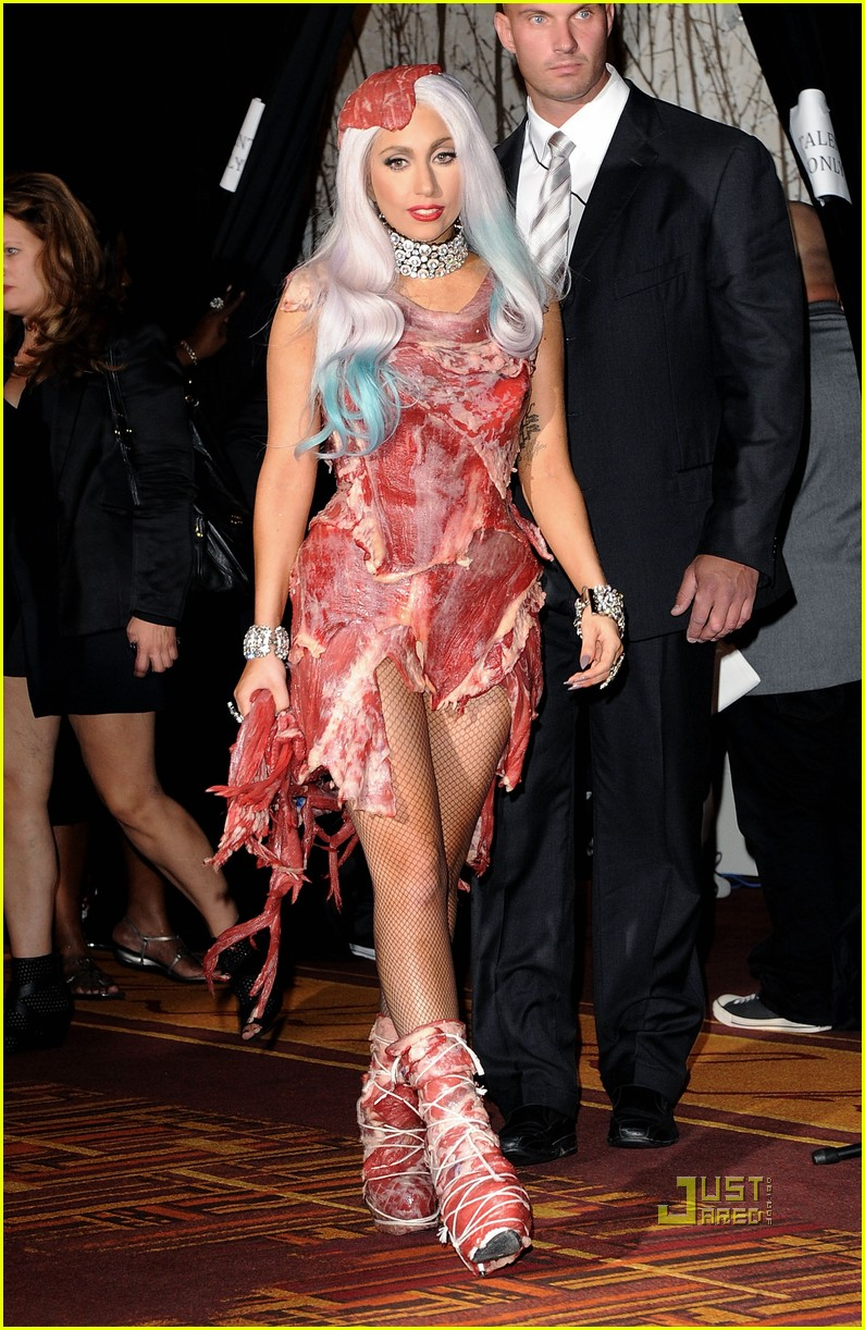 meat dress lady gaga 02