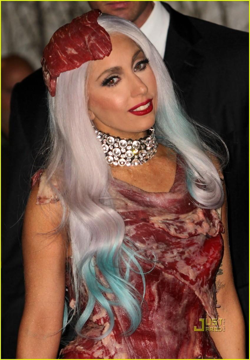 meat dress lady gaga 042479818