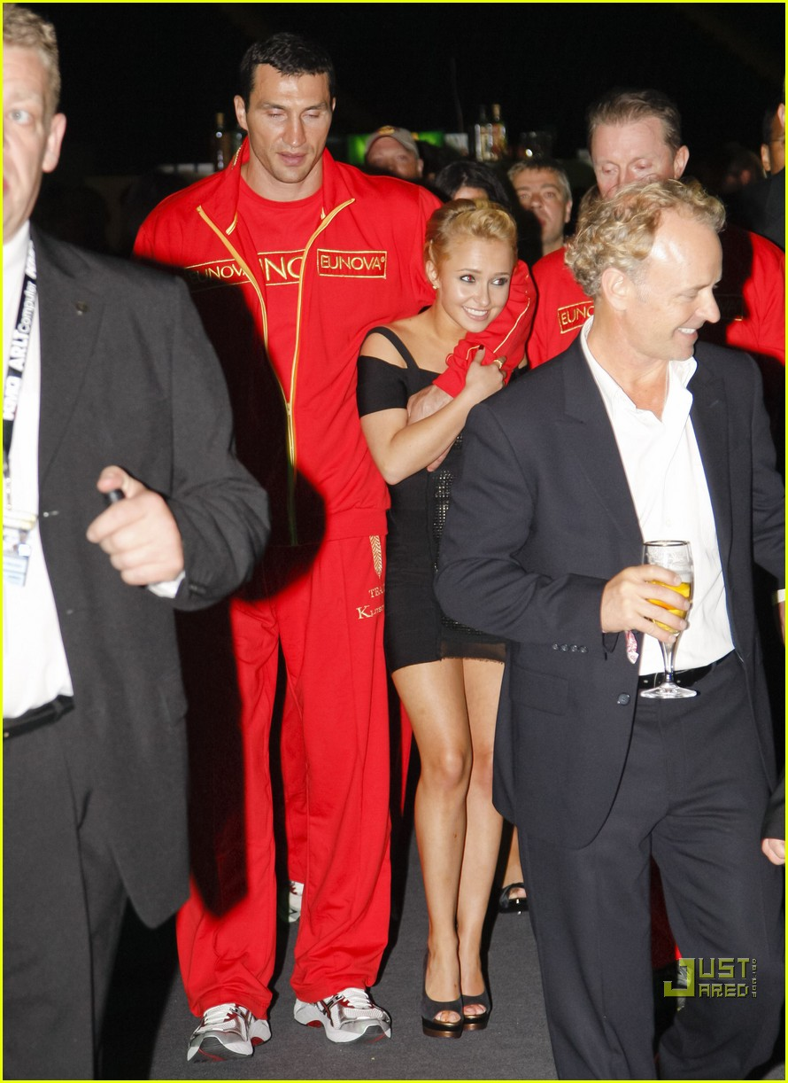 hayden panettiere cheers on boxing boyfriend 05
