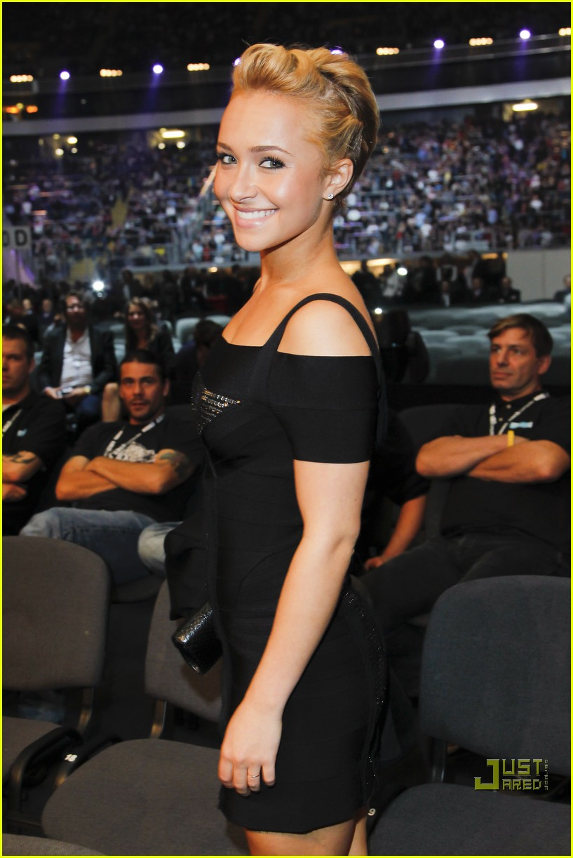 hayden panettiere cheers on boxing boyfriend 13