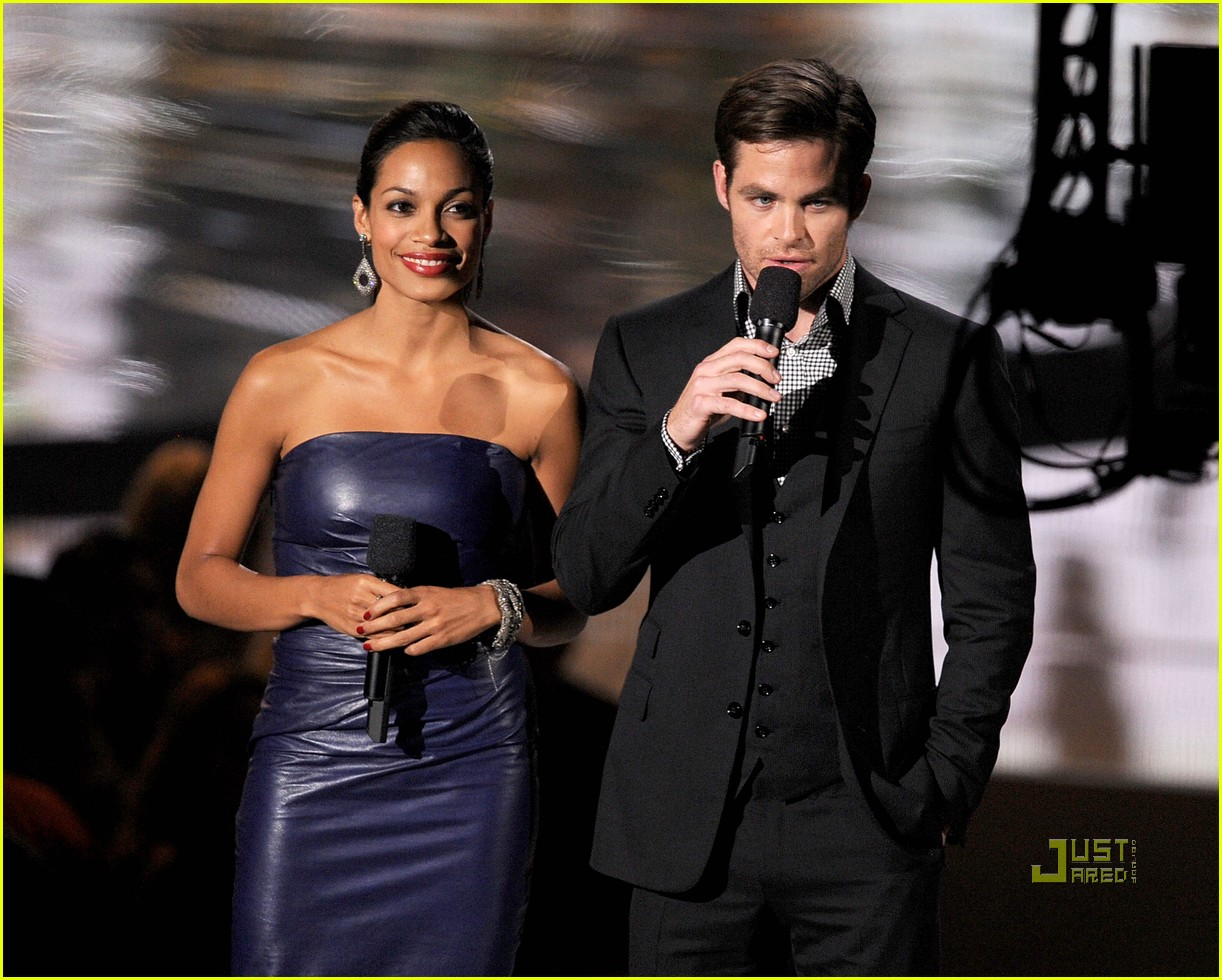 chris pine vmas rosario dawson 05