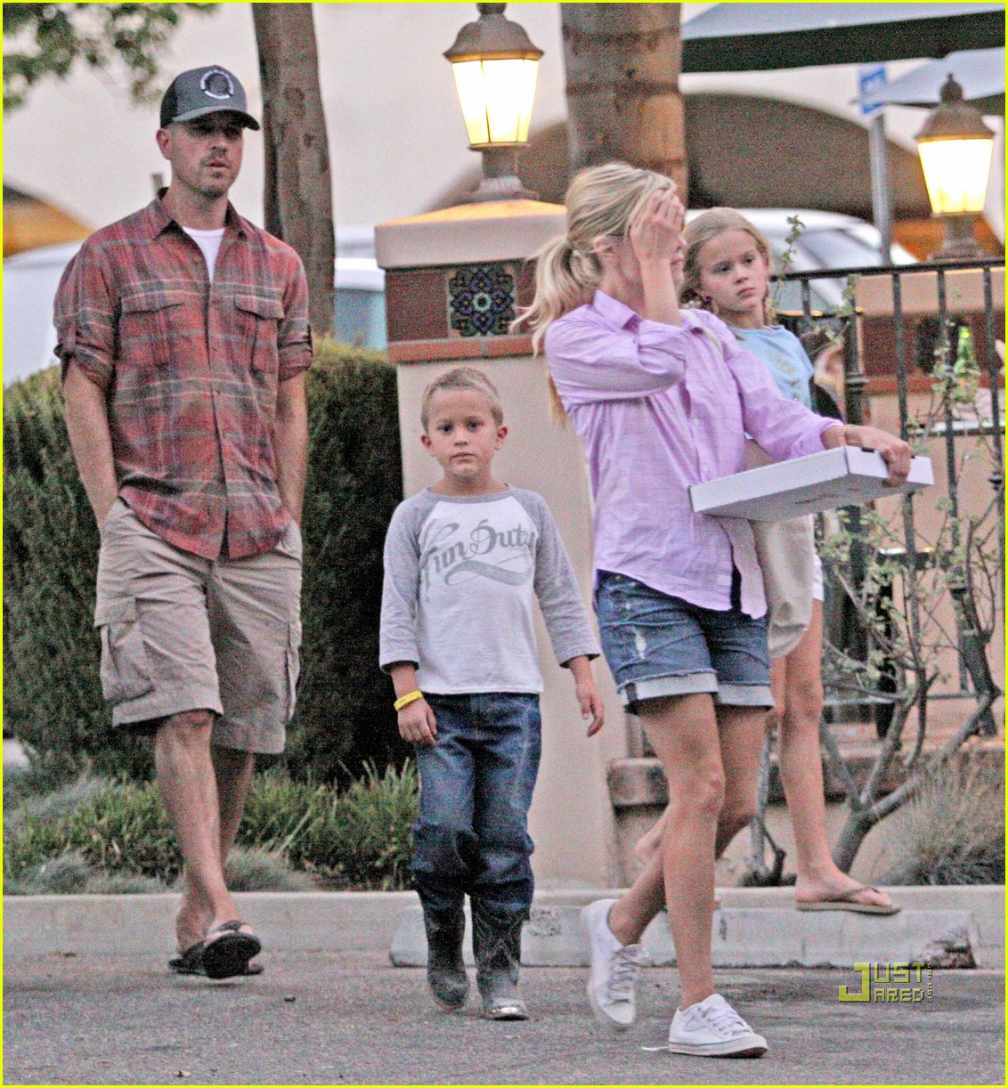 reese witherspoon ojai 022477752