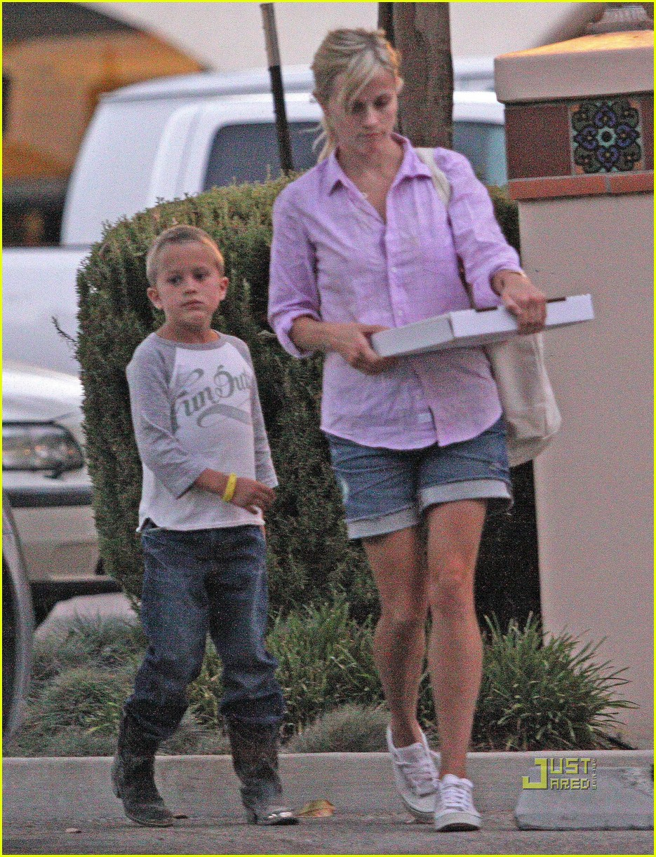 reese witherspoon ojai 062477756