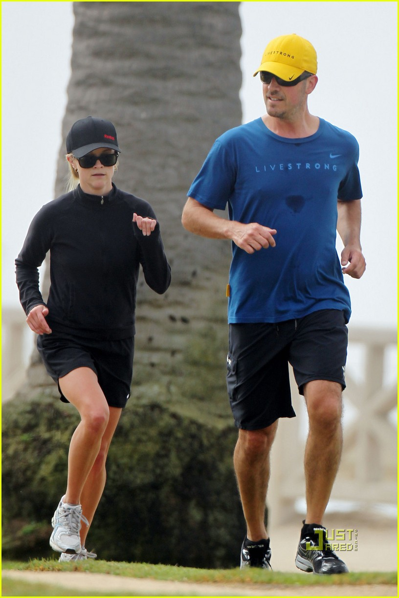 reese witherspoon running 012477356