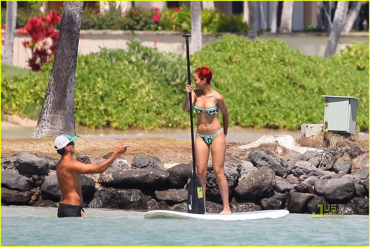 rihanna bikini hawaii 082478028