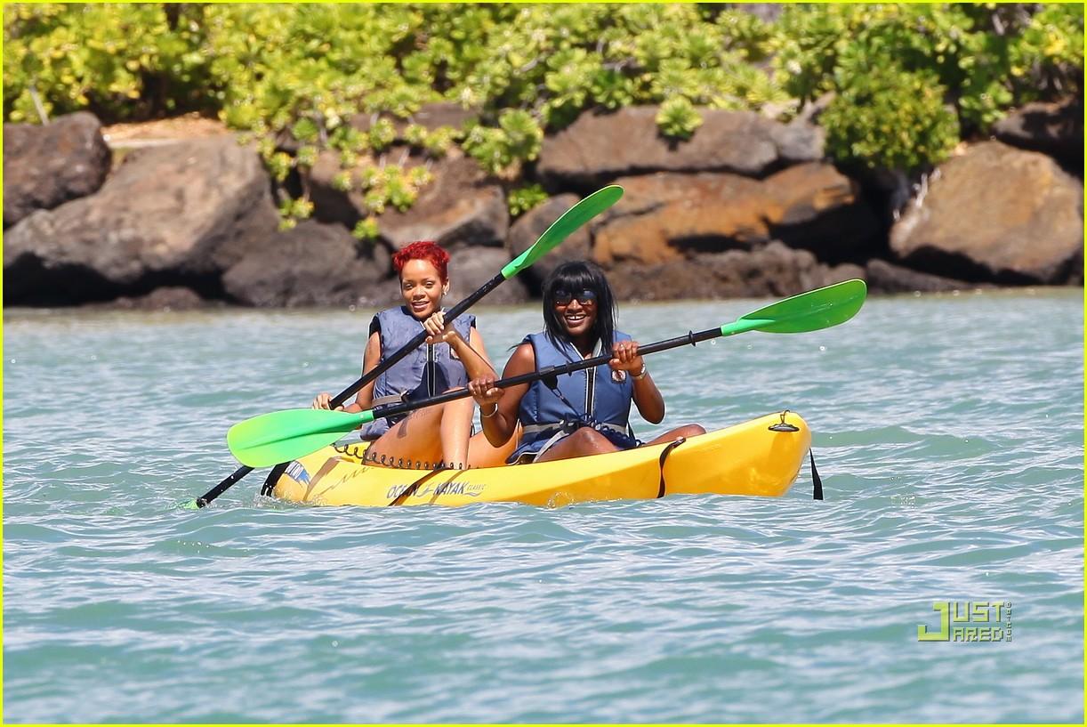 rihanna bikini hawaii 112478031