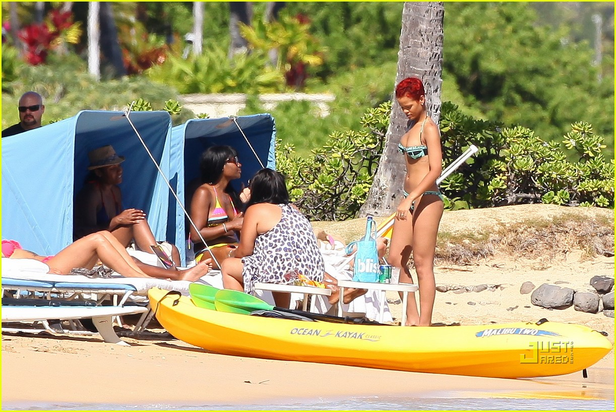 rihanna bikini hawaii 132478033