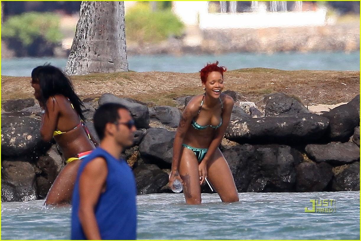 rihanna bikini hawaii 16