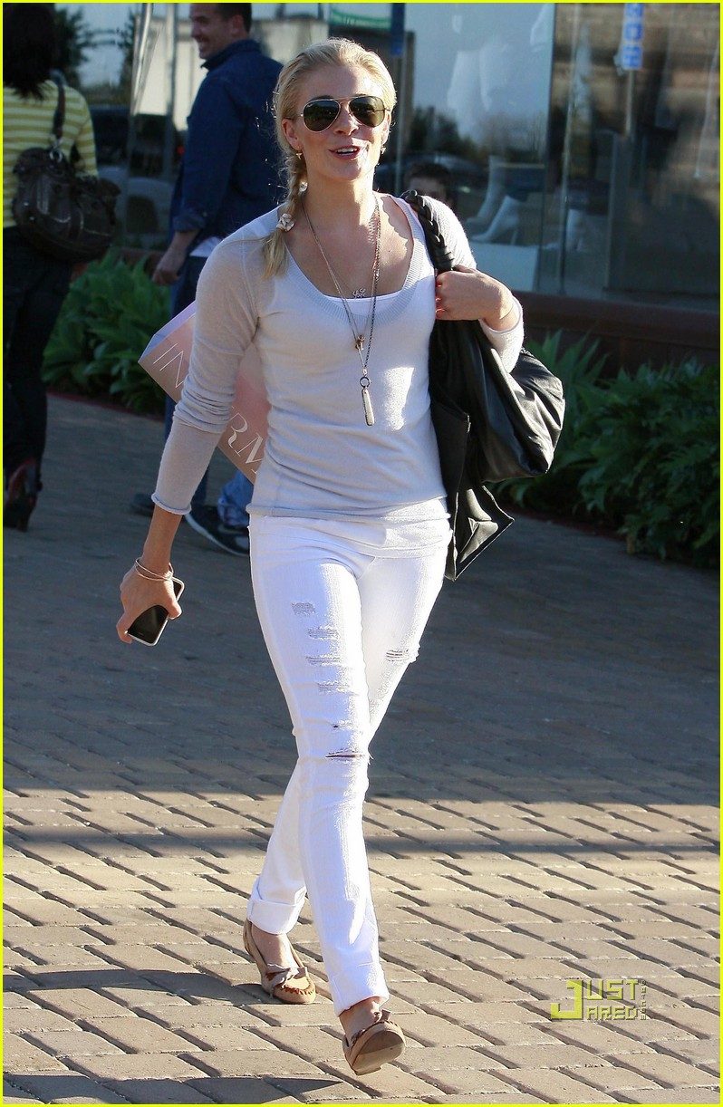 leann rimes errands malibu white pants 032478796