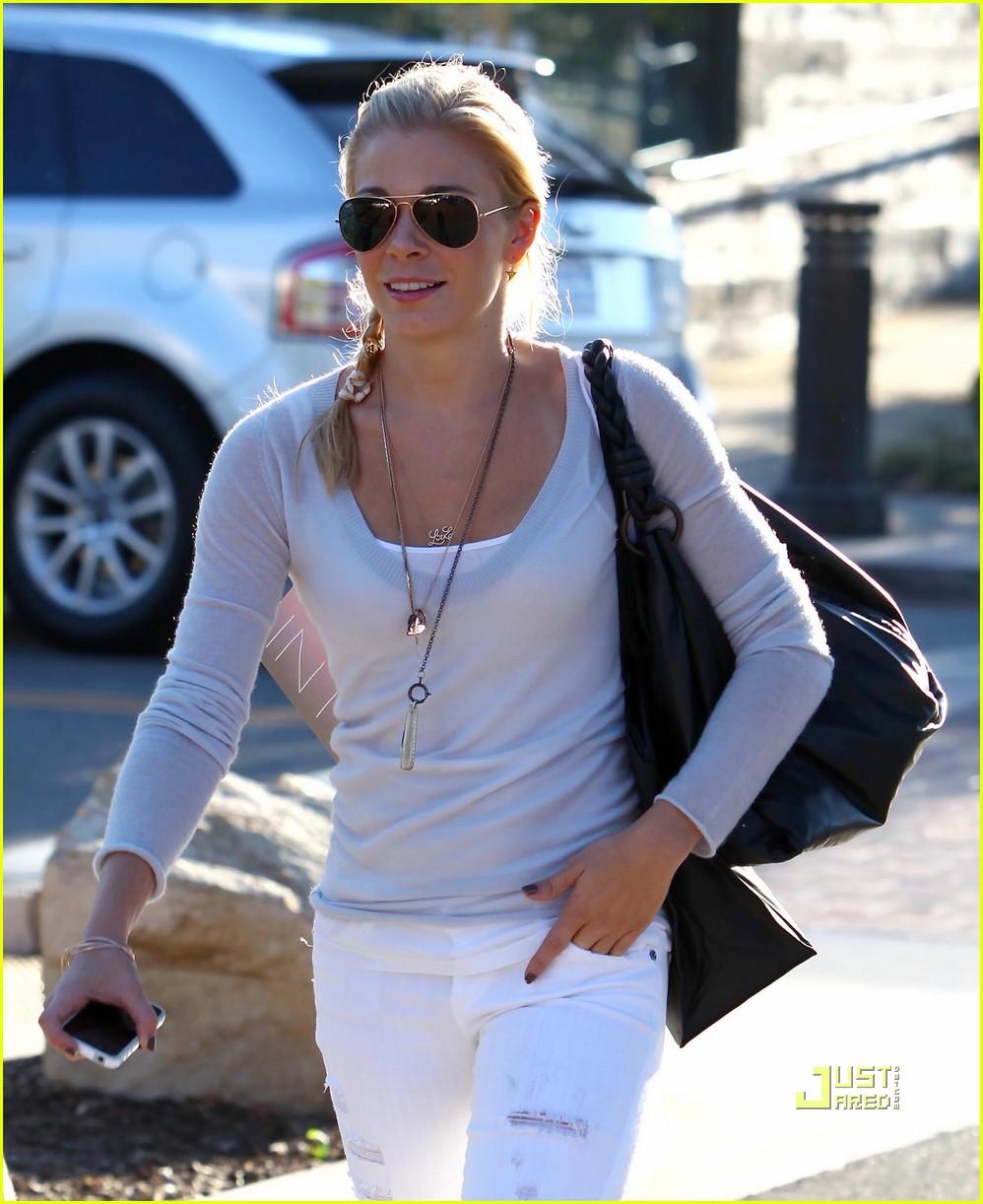 leann rimes errands malibu white pants 062478799