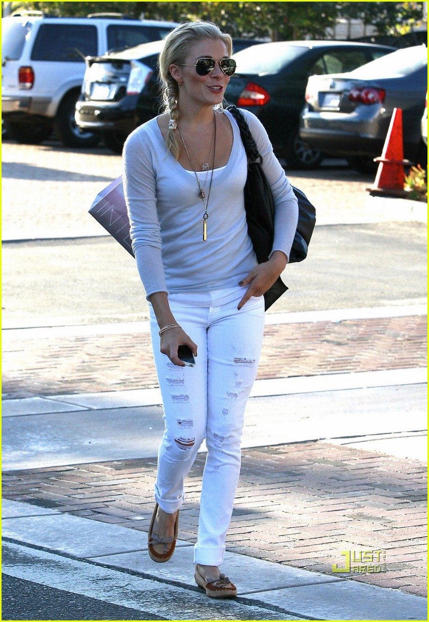 leann rimes errands malibu white pants 102478803