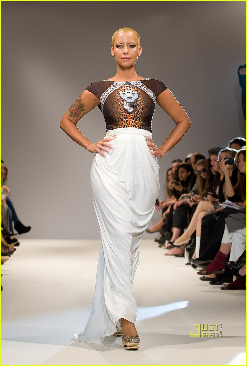 amber rose london fashion week runway 01