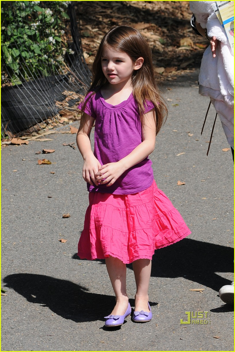 tom cruise suri isabella central park playground 01