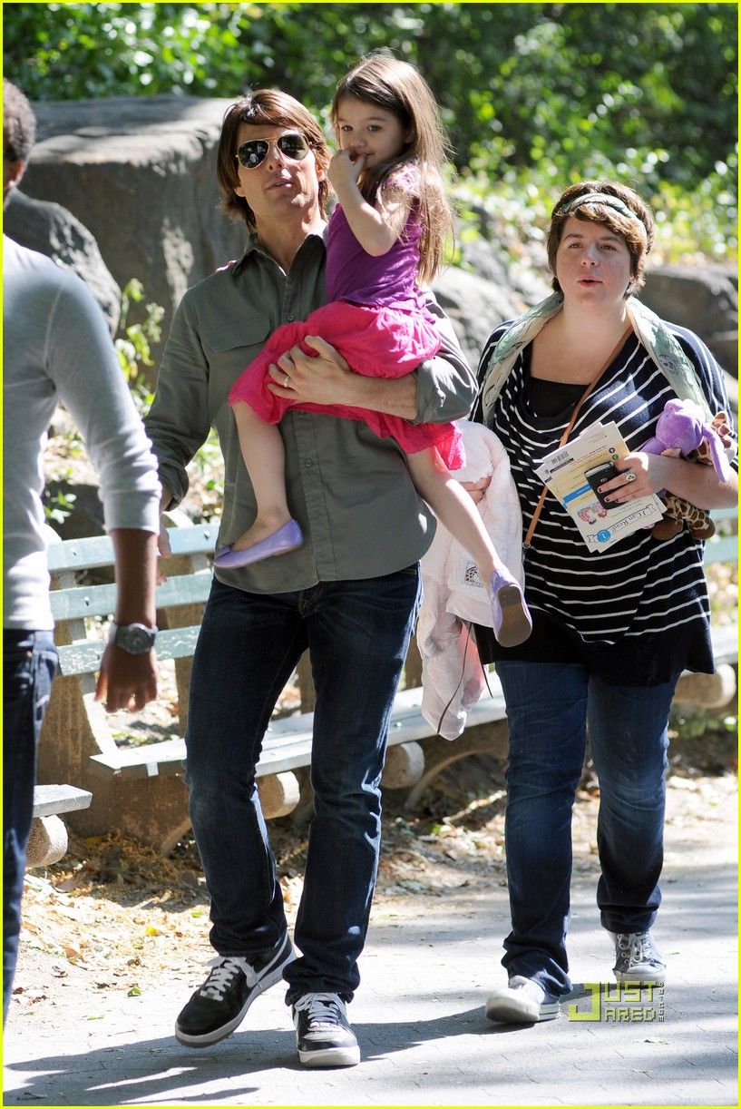 tom cruise suri isabella central park playground 03