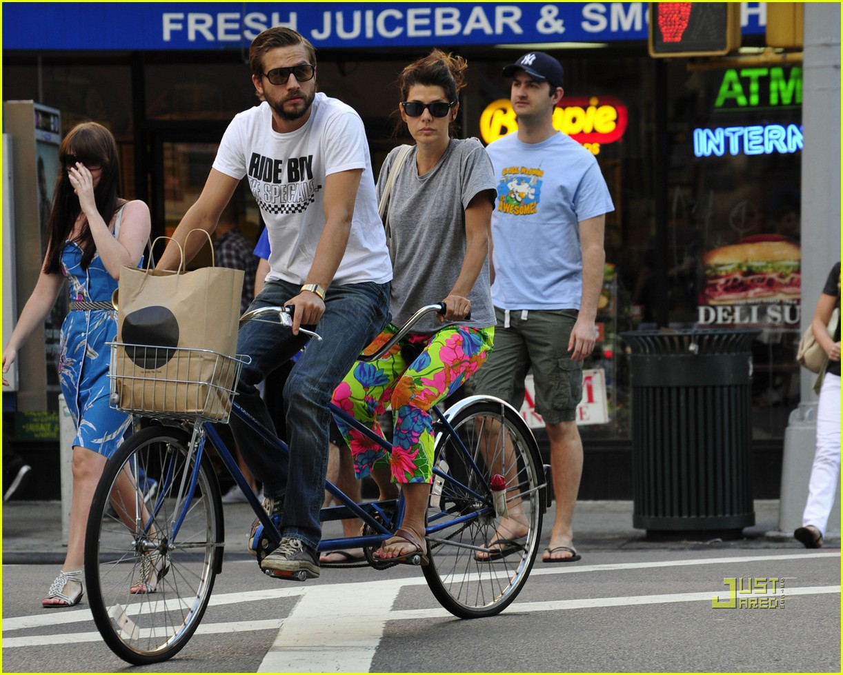 marisa tomei logan marshall green tandem bike 012478450