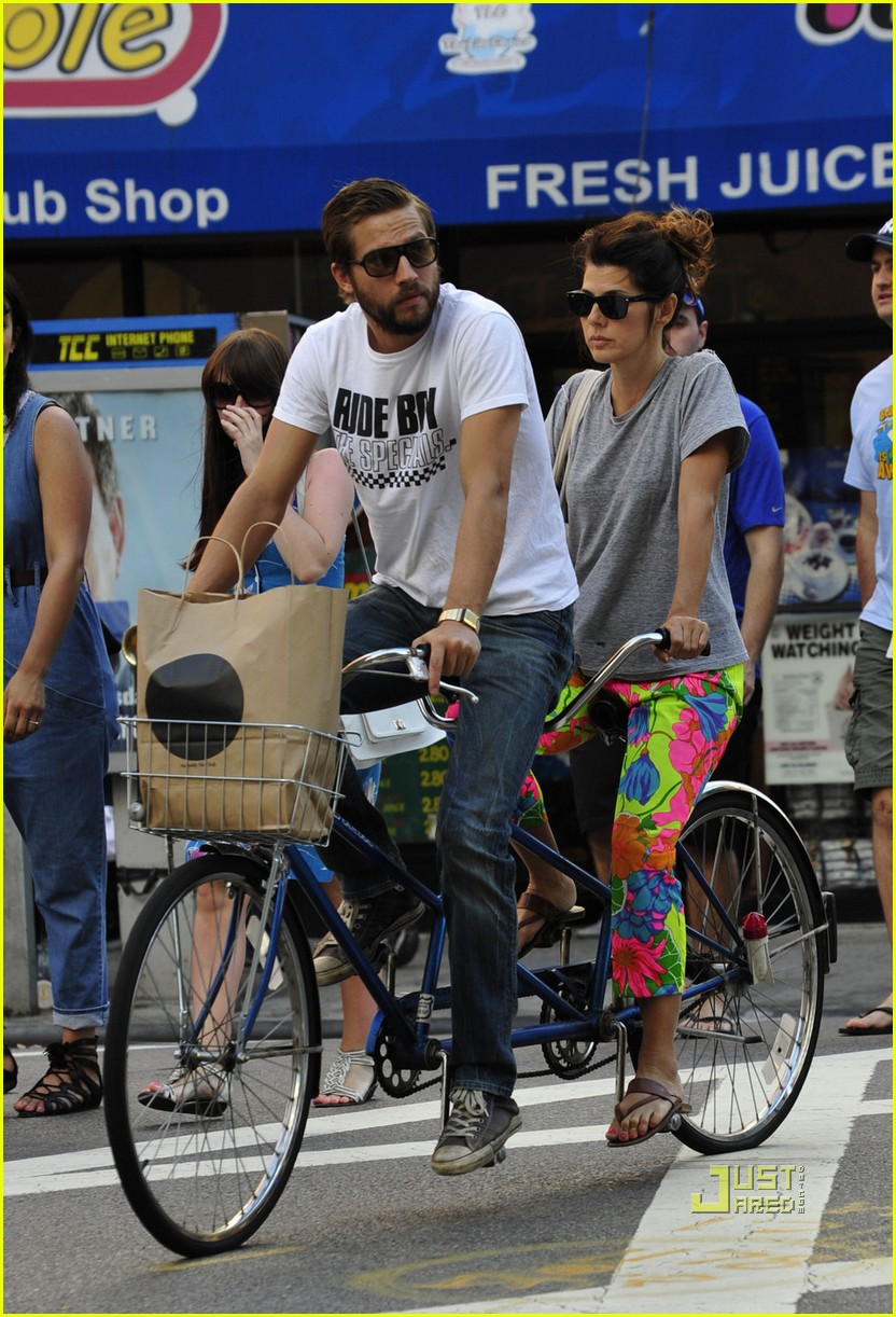 marisa tomei logan marshall green tandem bike 032478452