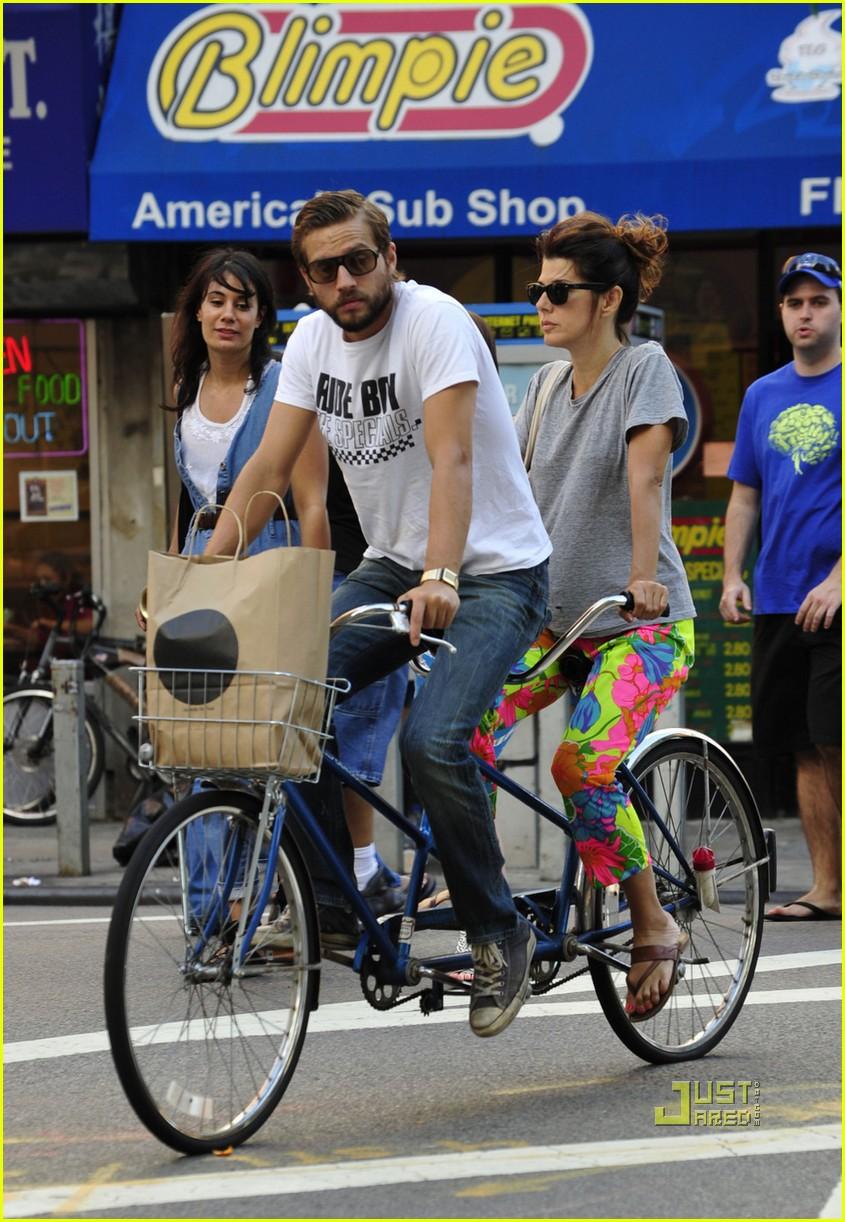 marisa tomei logan marshall green tandem bike 052478454