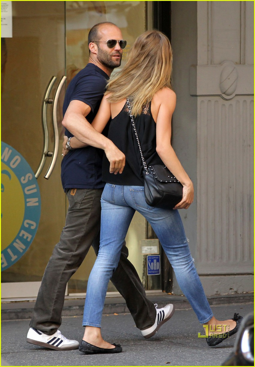jason statham rosie huntington whiteley hail a cab 05