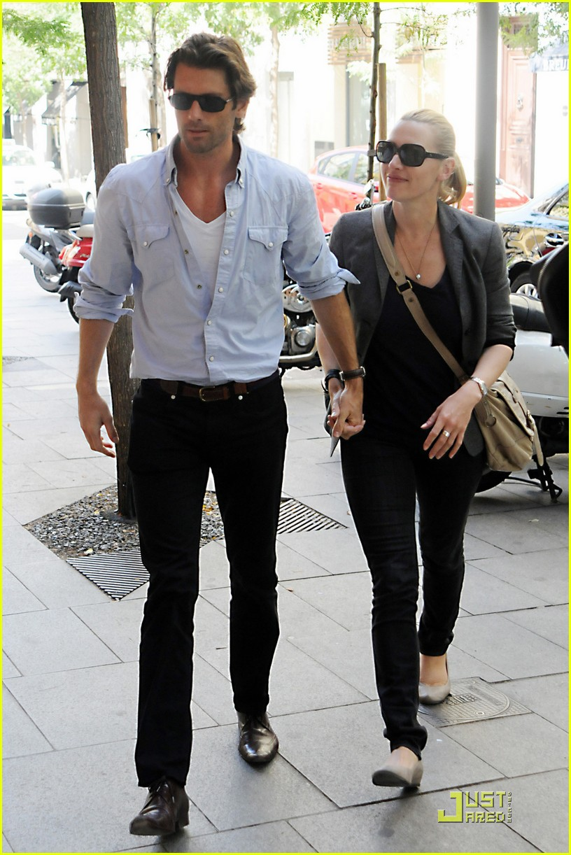 kate winslet louis dowler hold hands 09