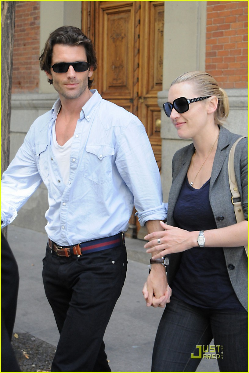 kate winslet louis dowler hold hands 10