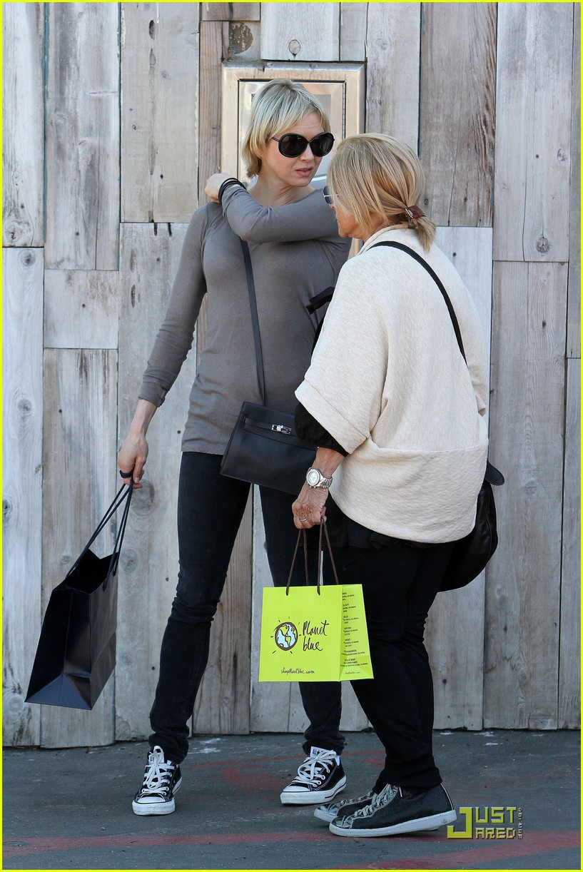 renee zellweger shops with bradley coopers mom 012481770