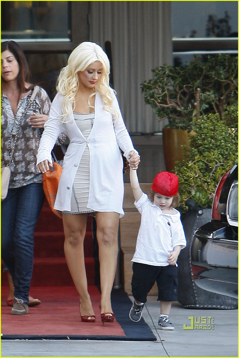 christina aguilera sls move out with max 022490605