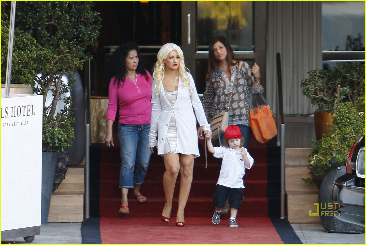 christina aguilera sls move out with max 052490608
