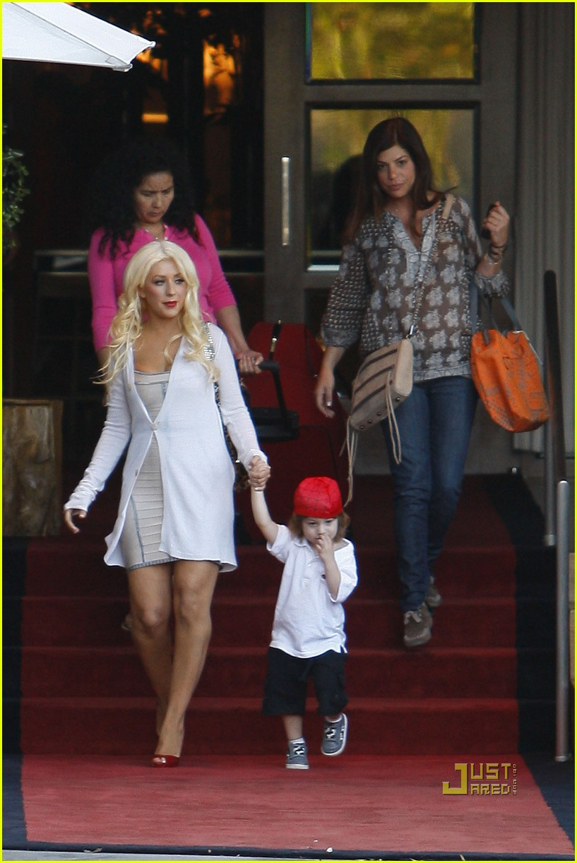 christina aguilera sls move out with max 092490612
