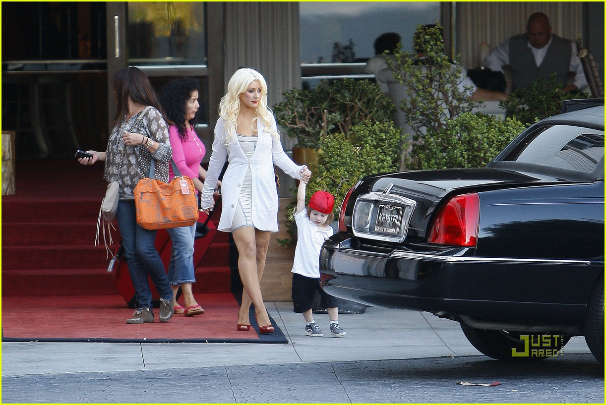christina aguilera sls move out with max 10