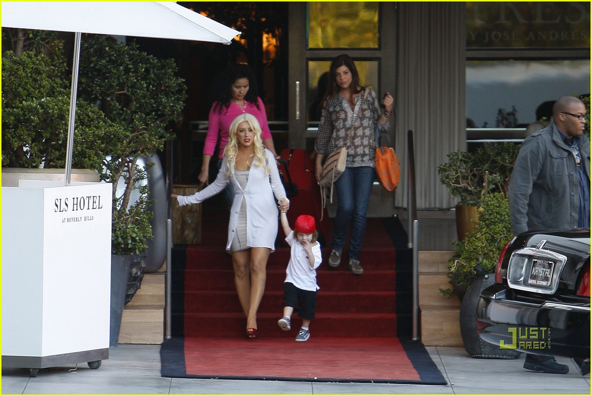 christina aguilera sls move out with max 112490614