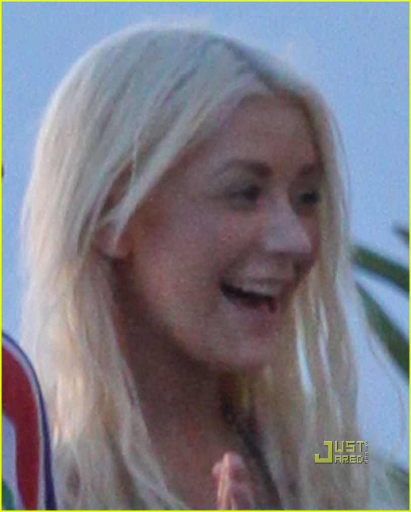 christina aguilera smiling at sunset 032488219