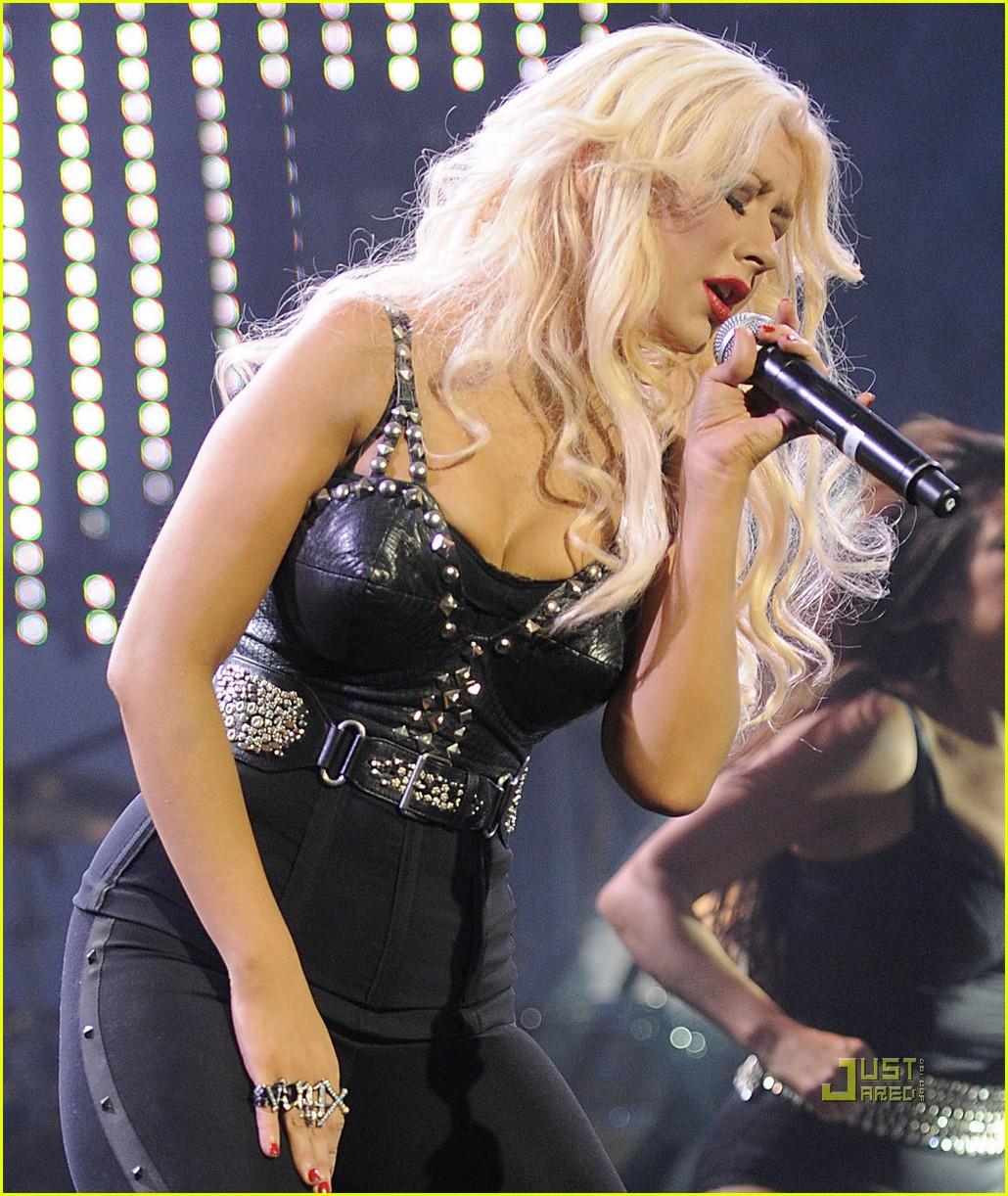 Christina Aguilera: 'Justin Timberlake & Friends' Concert! Christina Aguilera