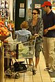 jessica alba cash warren family food shoppers 02